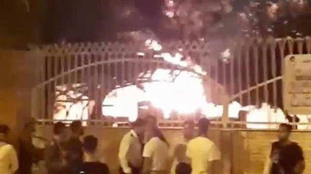 В Иране люди сожгли часть больницы, в которую доставили больных коронавирусом! Видео!