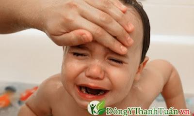 Bệnh viêm họng khiến cơ thể trẻ suy nhược
