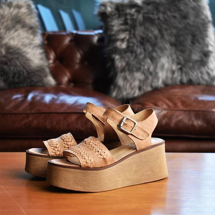 Sandalias bajas 2020. Moda verano 2020 sandalias de mujer.
