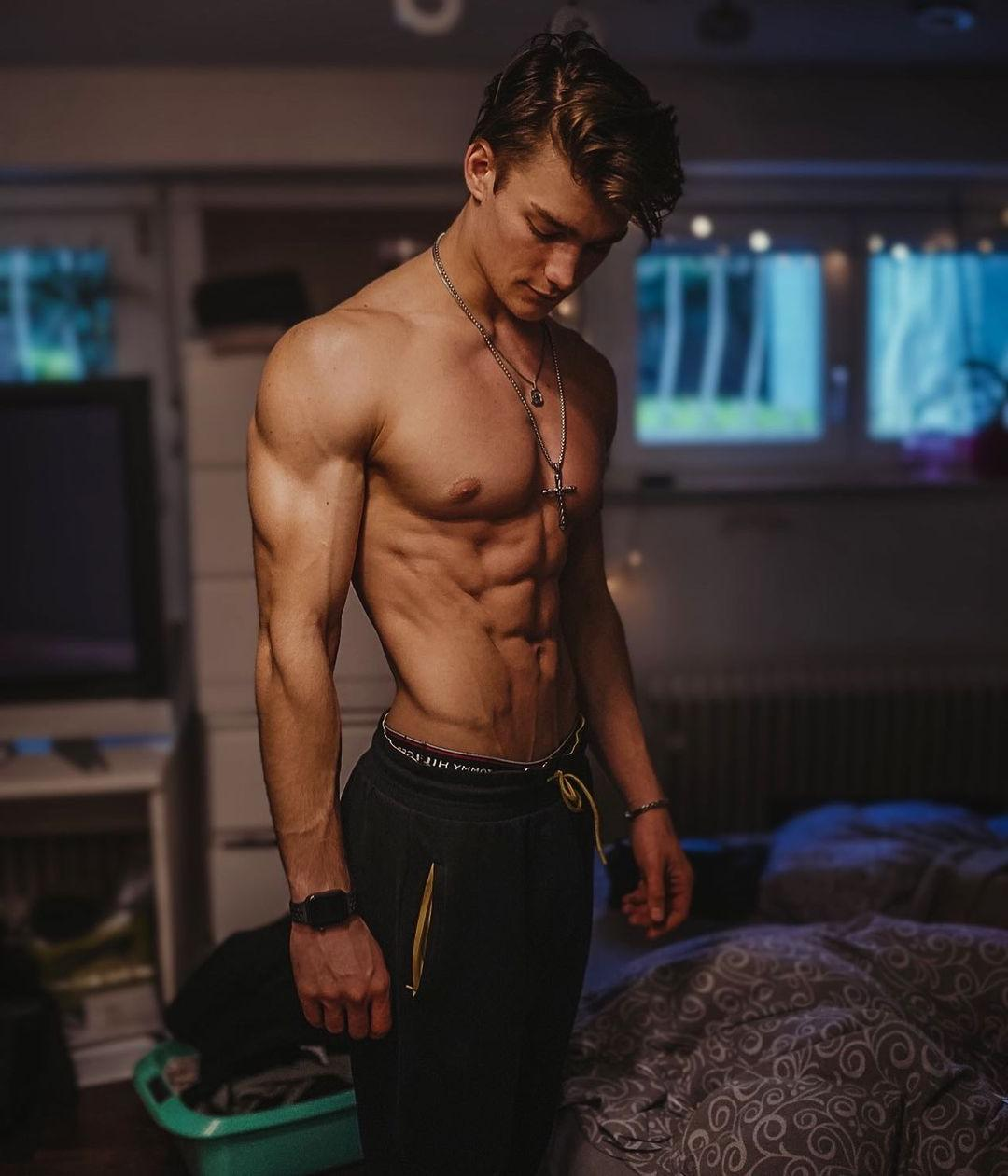 cute-young-shirtless-gay-twinks-luca-heubl-slim-body-abs