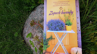 """Ach jak pachnie to kwiecie, czyli recenzja """"Zapachu lawendy""""."""