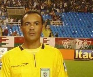 A Federação Tocantinense de Futebol informa que o seu presidente Leomar  Quintanilha convida todos os árbitros do quadro de arbitragem da Federação  para ... 70e48a6c98d3f