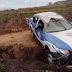 Policiais ficam feridos após viatura capotar na BR-101, no interior da Bahia