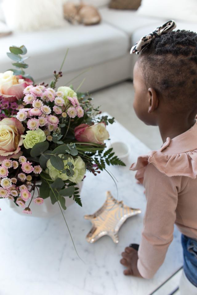 Villa H, afrohiukset, lapset, hiustenhoito, kukkakimppu
