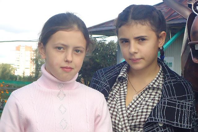Какой стала жизнь двух девочек, которых перепутали в роддоме более 20-ти лет назад