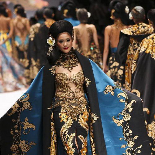 Tinuku.com JFW 2017, Anne Avantie brings Bali songket exotic in Kebaya fashion collection Jangi Jareng