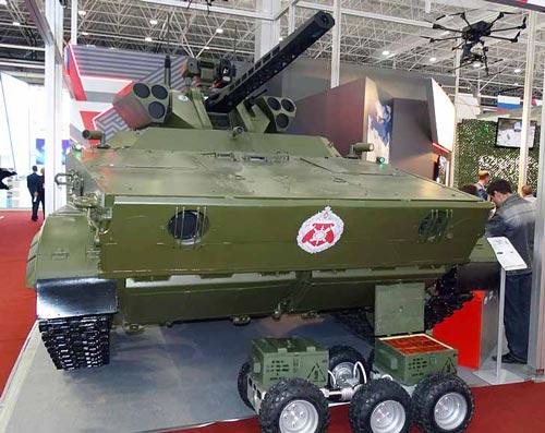 Разведывательно-ударный наземный робототехнический комплекс «Вихрь» на выставке Армия-2016