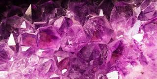 lista de pedras de cor roxa