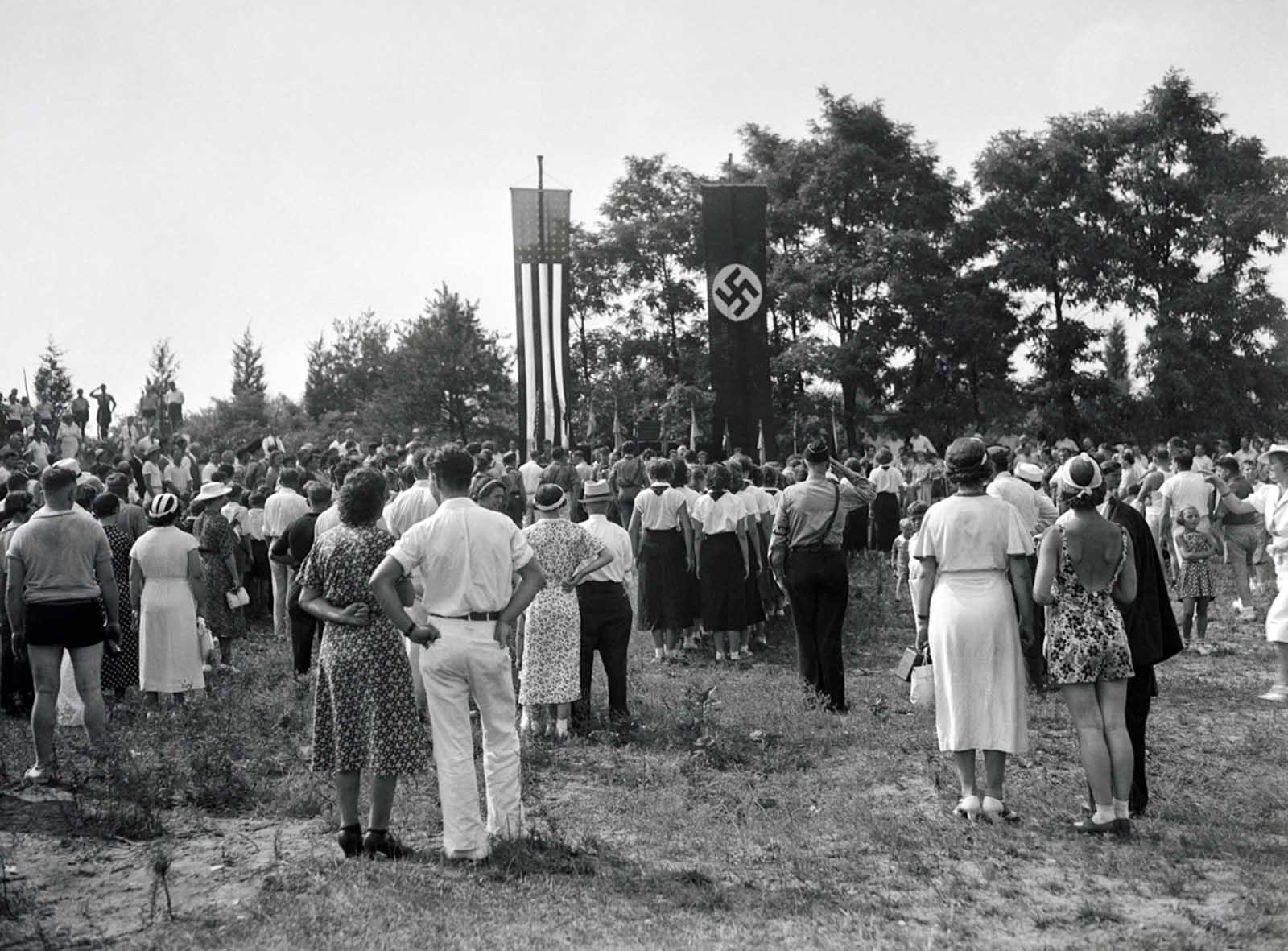American Nazi Bund Rally cerca de Yaphank, Nueva York, en 1937.