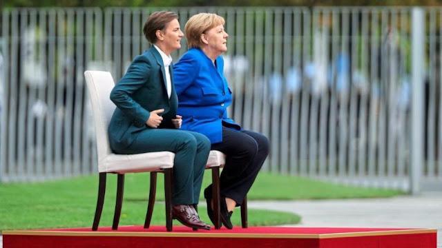 Το αίνιγμα της... καρέκλας «στοιχειώνει» τη Μέρκελ