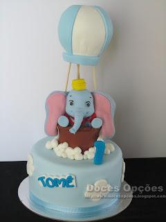 O Dumbo foi de balão de ar quente ao aniversário do Tomé