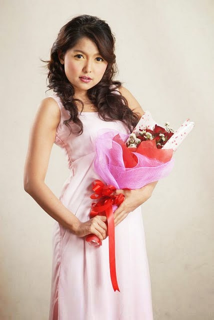 Yadanar My - Beautiful Rakhine Singer in Pinky Dress