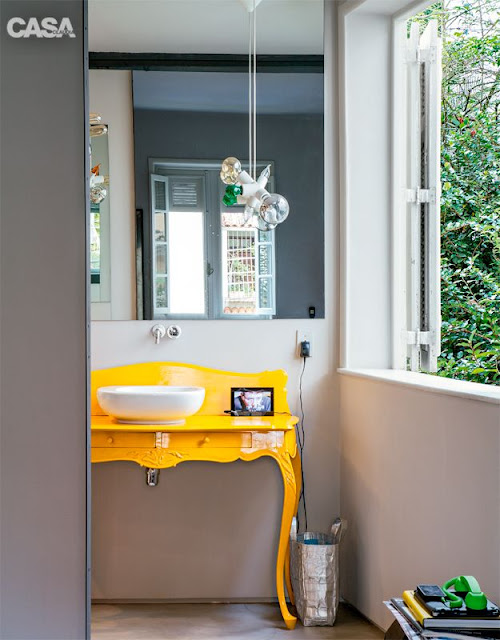 lavabo-aparador-amarelo-no-lugar-da-bancada