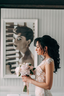 suknia%2B%25C5%259Blubna%2Bromantyczna - Jakie suknie ślubne są modne w tym sezonie?