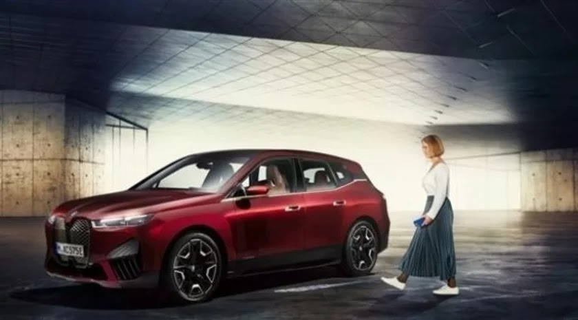 BMW تحول الهاتف الذكي إلى مفتاح السيارة