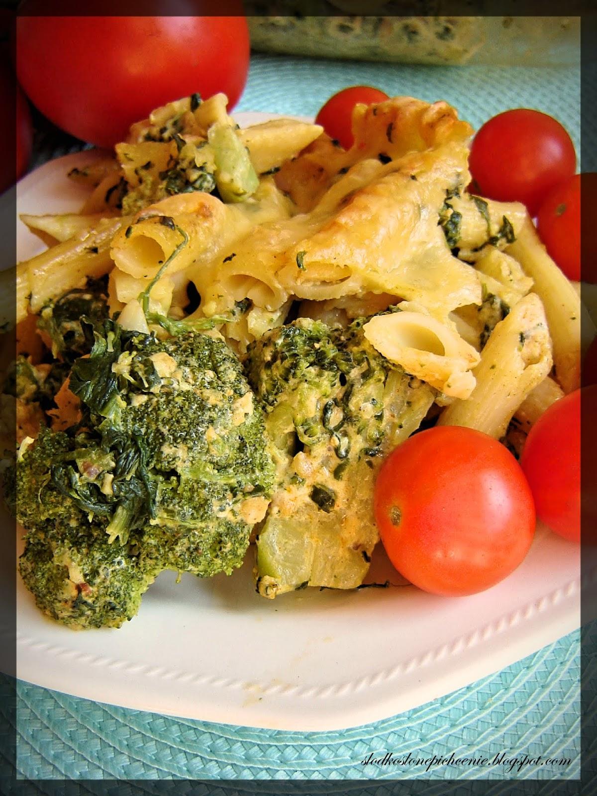 Zapiekanka makaronowa z kurczakiem, brokułami i szpinakiem