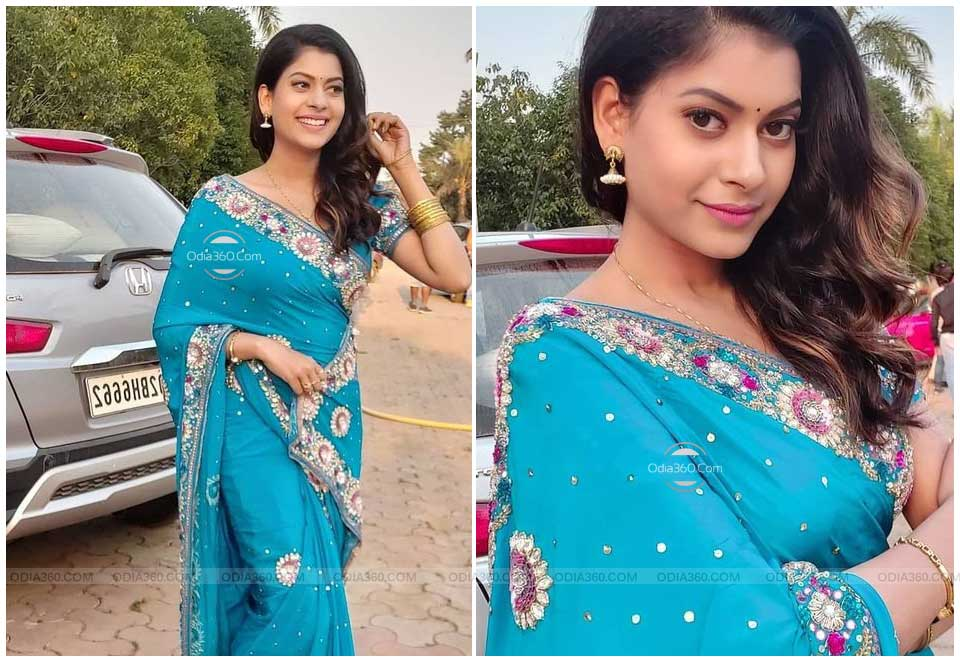 Cookie Swain Looks Stunning in Blue Saree - Latest Post on Social Media