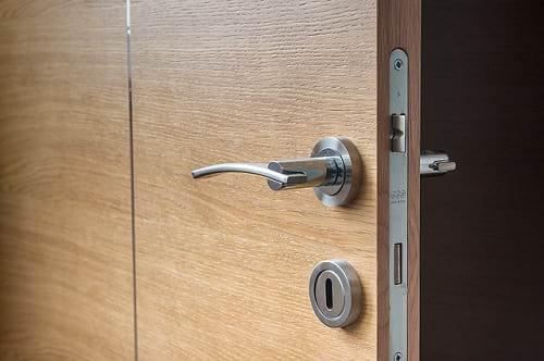 Lupa Mengunci Pintu Kamar