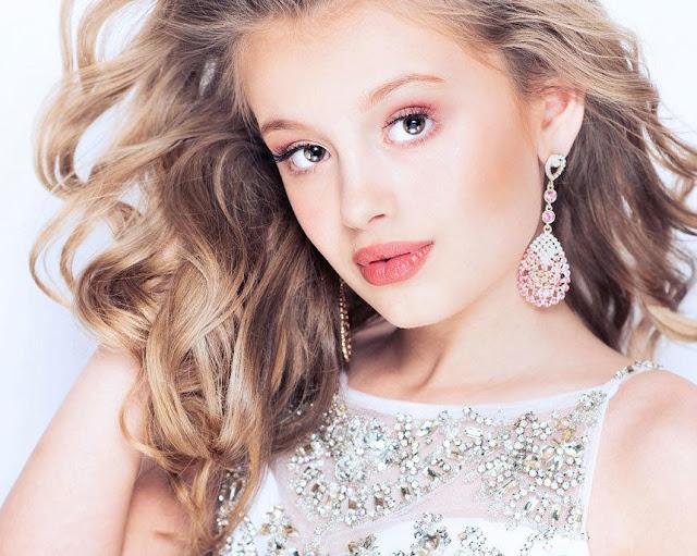 Мать потратила 800 тысяч рублей на конкурсы красоты для своей 10-летней дочери