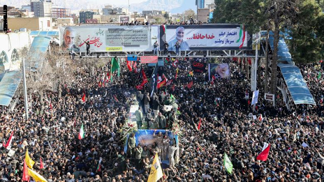 """إيران تدفن قاسم سليماني بعد """"الانتقام"""" لمقتله بقصف قوات أمريكية في العراق"""