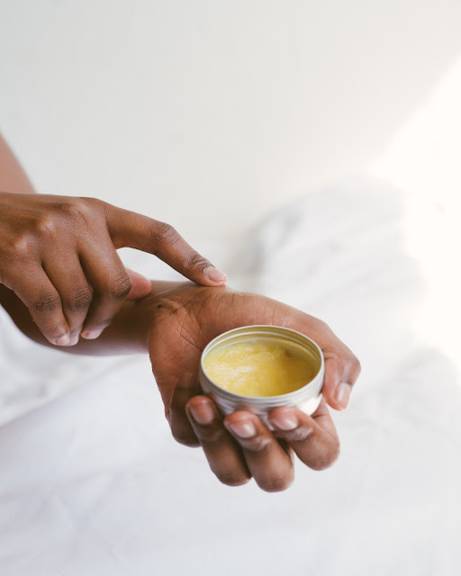 How-Does-Shea-Butter-Work-With-Stretch-Marks-Woman-Using-Skincare-Cream