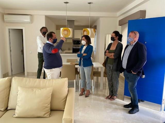 Consejera de Turismo  de Fuerteventura visita diferentes complejos alojativos del municipio de La Oliva