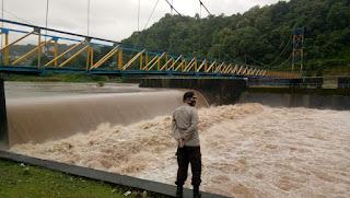 Kapolsek Bungoro Kontrol Bendungan Tabo-tabo, Kapolres: Waspada bila Ketinggian air melebihi batas Normal