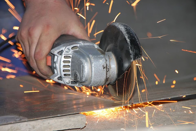 Angle-Steel-Iron-Cutting-Sparks-Grinder-Metal