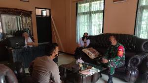 Kapolsek Cangkuang Polresta Bandung dan Danramil Banjaran Chek Posko PPKM Skala Mikro