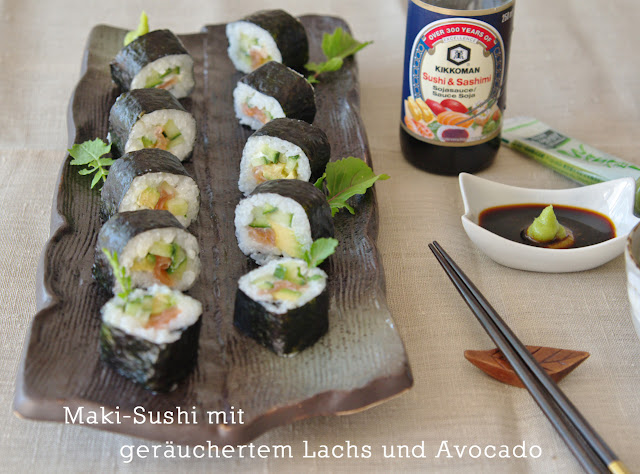 we love to cook maki sushi mit ger uchertem lachs und avocado sushi selber machen. Black Bedroom Furniture Sets. Home Design Ideas