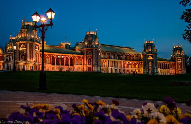 Императорский дворец в Царицыно ночью