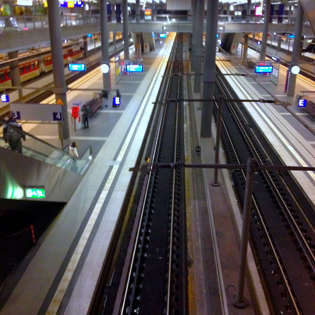 Naik Kereta ICE dan City Night Line dari Amsterdam ke Berlin-22 berlin hauptbahnhof train station