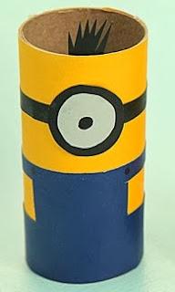 http://lasmanualidades.imujer.com/6690/como-hacer-minions-reciclando-tubos-de-carton
