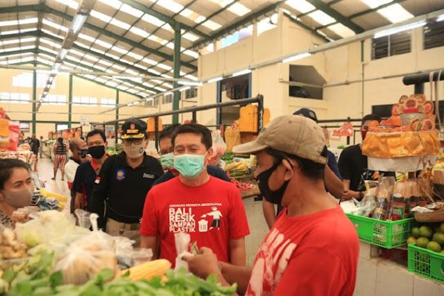 Kunjungi Pasar Seni, Bupati Klungkung Minta Pengujung Taati Protokol Kesehatan