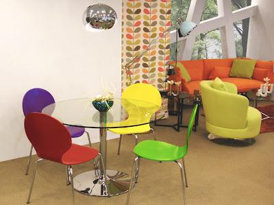 diseño moderno de sillas y mesas