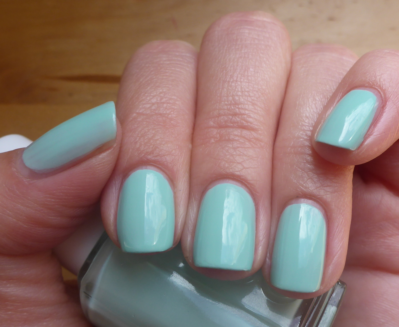 [Lacke In Farbe... Und Bunt!] Essie Mint Candy Apple With