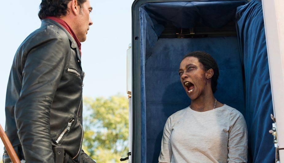 Sasha y Negan en la Season Finale de la temporada siete de The Walking Dead