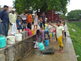 प्रधानमंत्री के संसदीय क्षेत्र में पानी का संकट | #NayaSaveraNetwork