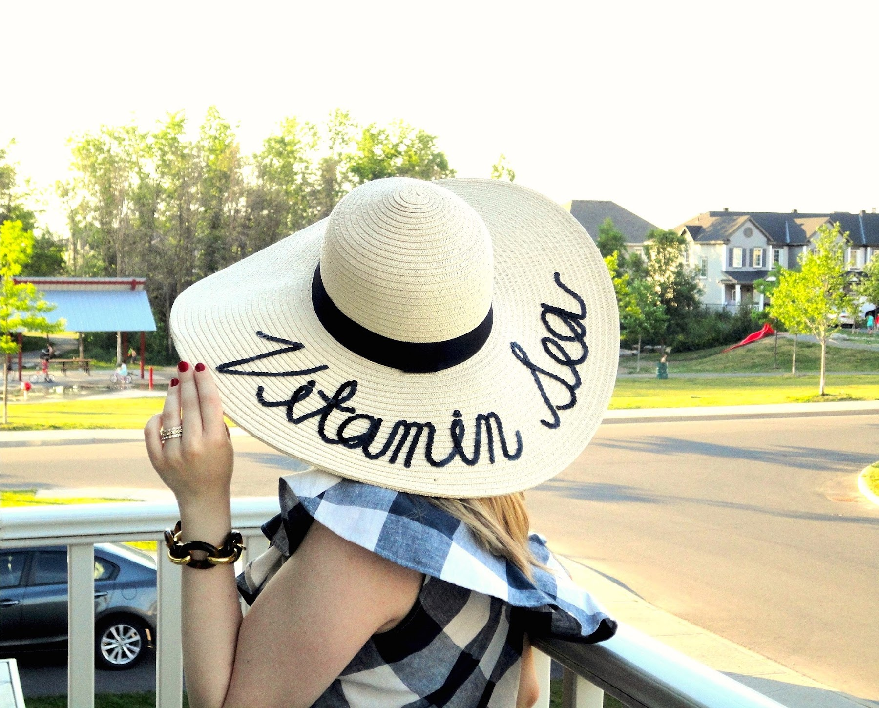 bdb5ecb6065 Lately I have seen this beach hat popping around everywhere on my  Instagram! I instantly fell in love