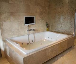 giant-bathtubs