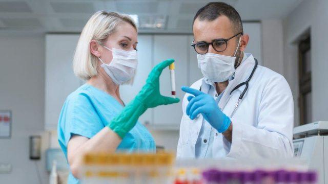 هل يختفي فيروس كورونا قريباً؟.. أمل واعد من دواء للكولسترول