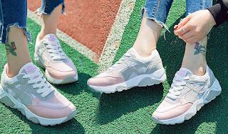Kuliah memakai sepatu wanita sneakers lebih bergaya dan nyaman