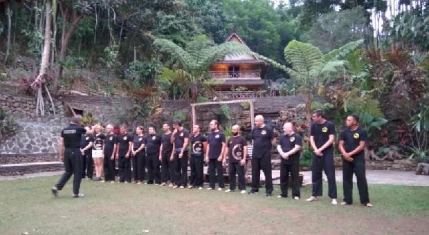 Pesilat Naga Kuning Institute dari 7 Negara Eropa Serbu Alam Santosa