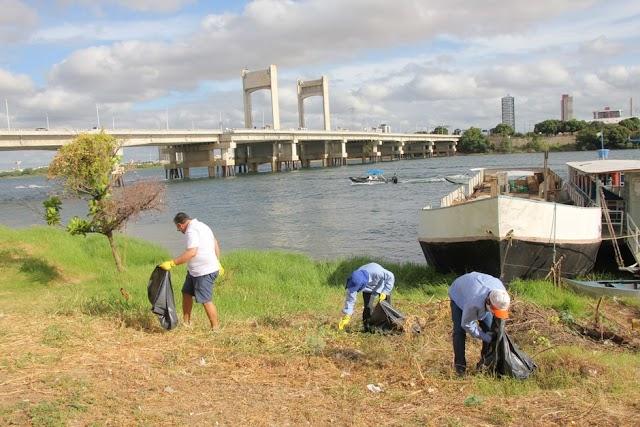 Mutirão recolhe lixo e alerta para preservação do Rio São Francisco