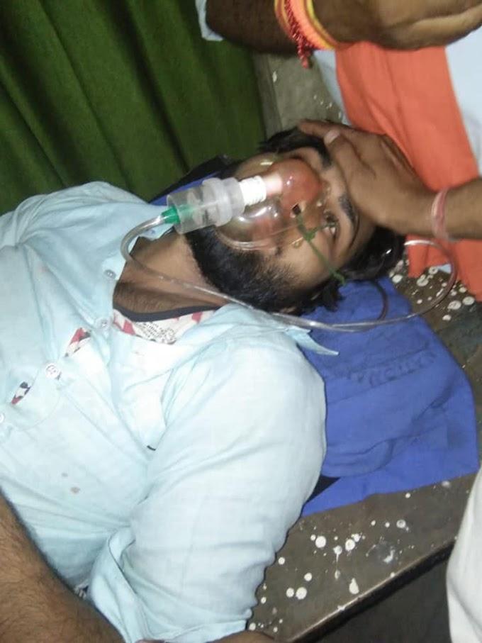 राजीव ब्रह्मर्षि की रिहाई के लिए अनशन पर बैठे  हिंदू पुत्र संगठन के एक कार्यकर्ता के मुंह से निकला खून