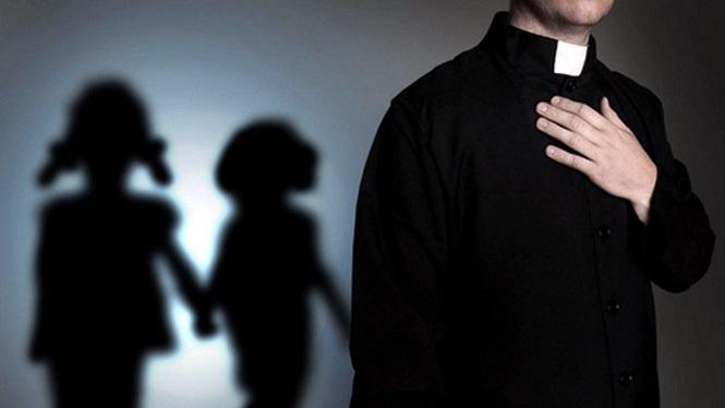 Un sacerdote de 34 años fue detenido e imputado por ultrajar sexualmente a jóvenes