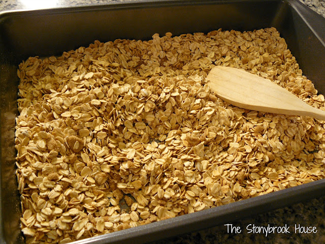 Mix Dry Granola Ingredients