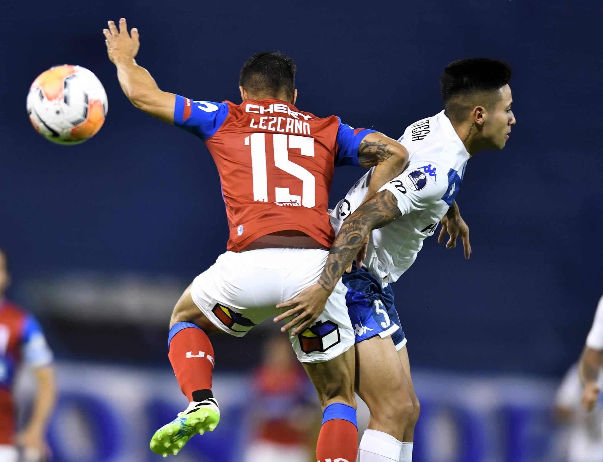 Vélez perdió con Universidad Católica de Chile en Liniers y se complicó en la Sudamericana