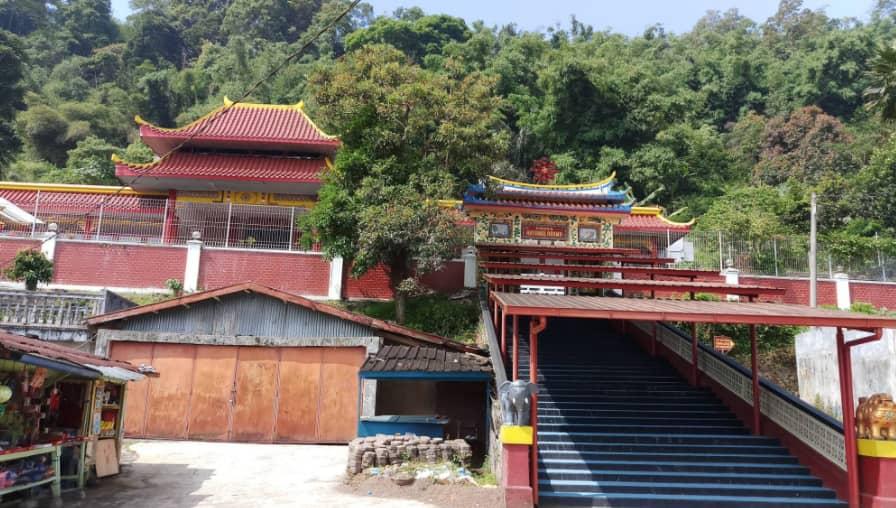 Pesona Vihara Aryamularama Gadog, Cipanas Puncak Yang Menyejukan Hati