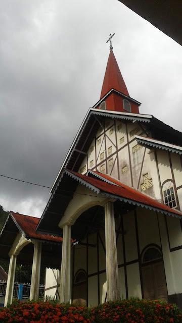 Berikut Gambar Di Gereja Sibolga Julu | Makin Kebawah Makin Menarik